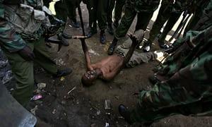 MDG–A-Kenyan-man-is-surr-011